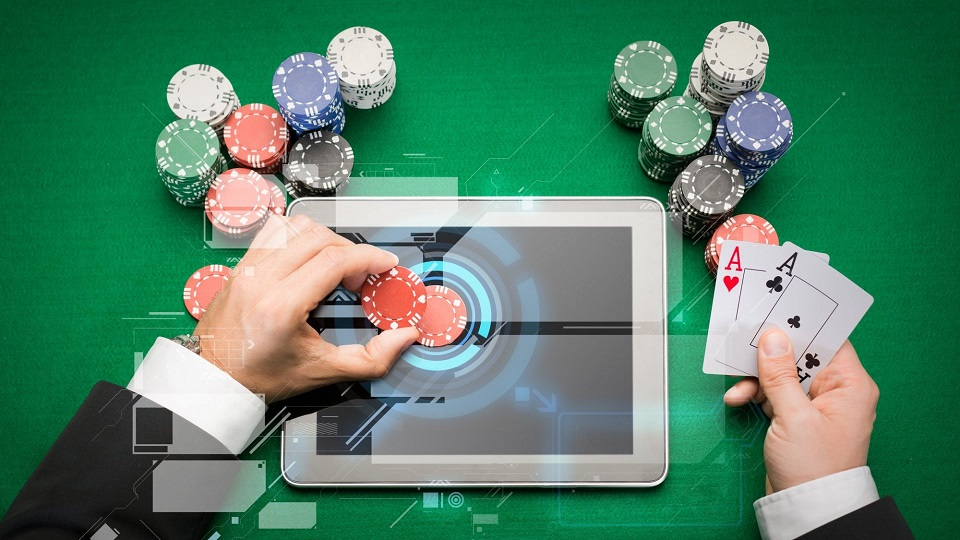 WHAT ARE THE BENEFITS AND DOWNSIDES OF PLAYING BACCARAT ONLINE?