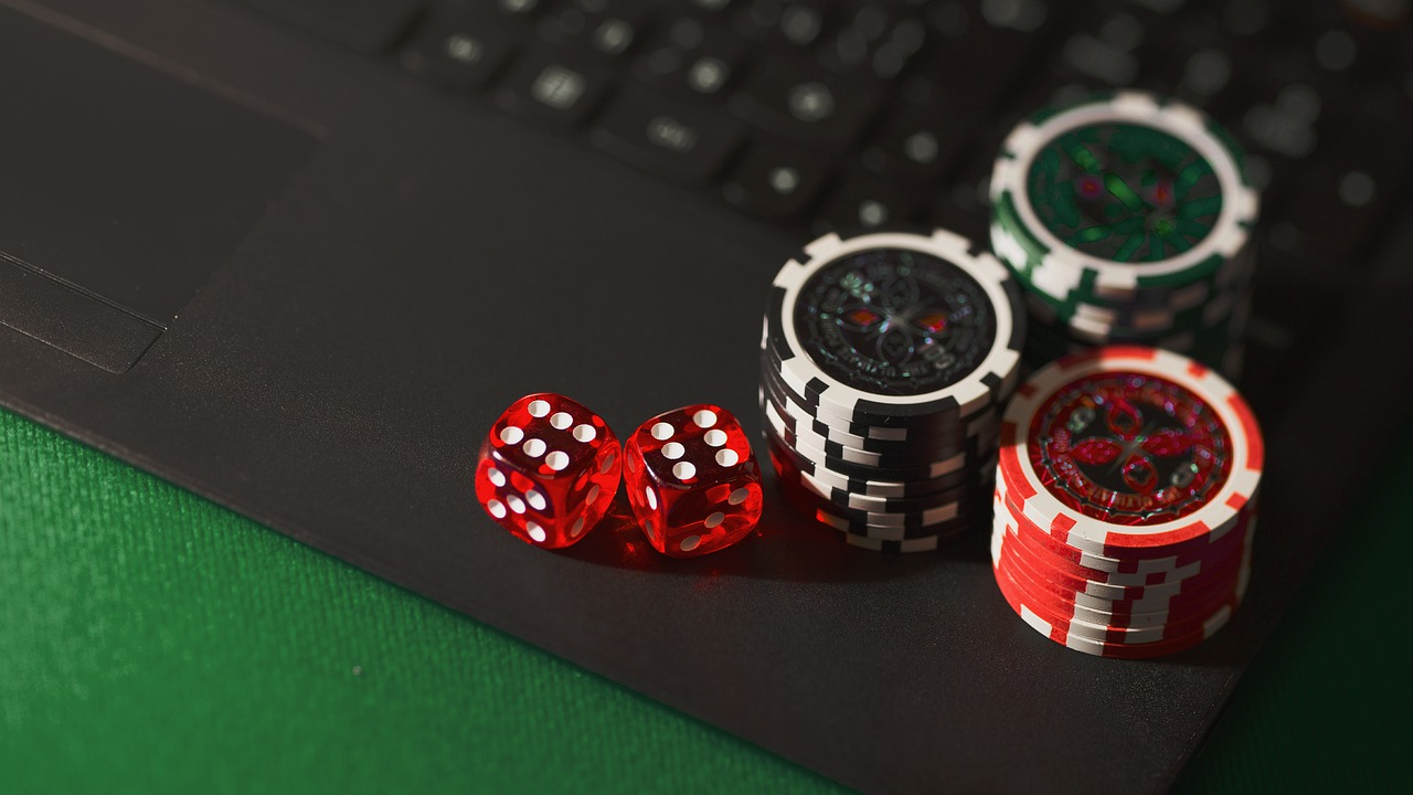 What Should You Keep In Mind When You Opt For Online Casino Gambling?